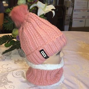 Ladies Knitted Hat & Neck Warmer/scarf